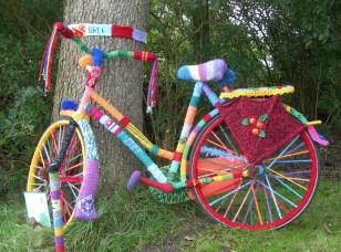 yarn-bomb-bike