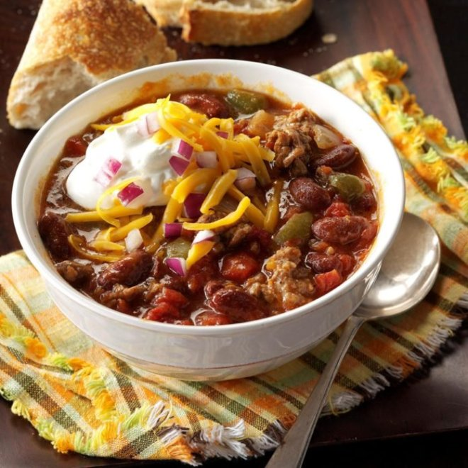 Slow-Cooked-Chunky-Chili_EXPS_HSCBZ_13823_16_C07_29_1b-696x696